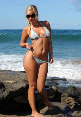 Watch a sexy Tiny Bikini photos of..