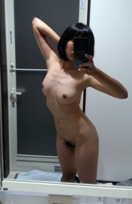 Beautiful Chinese girls naked selfie